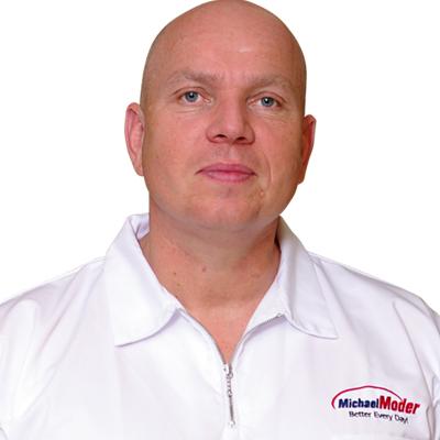 Michael Moder - Master director Dr.Nona International Ltd. alternativní terapeut, poradce pro výživu a fitness, spisovatel, lektor
